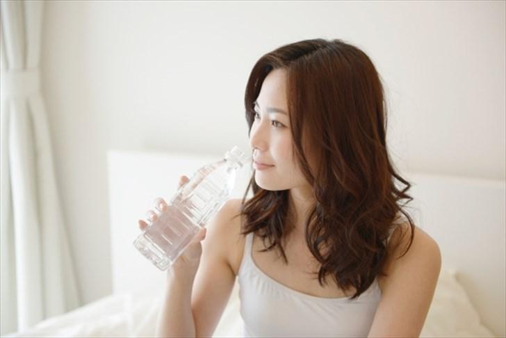 妊娠中と産後に必要な水分の量はどれくらい?実は妊娠中から水分を多めにとるのがポイントです