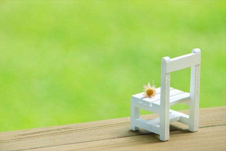 座りすぎのリスクと改善方法まとめ!危険ラインは8時間